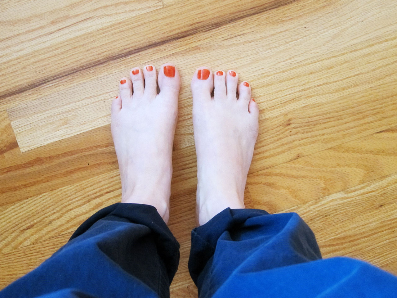 Orange toenails
